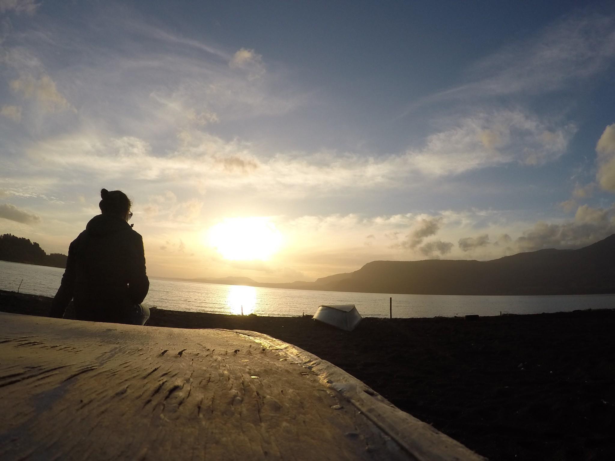 O imperdível por do sol a beira do lago em Pucón