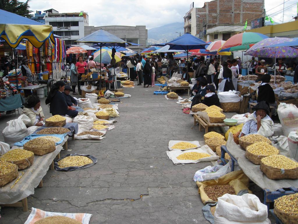 Lá você pode encontrar de tudo, desde artesanato, comida, roupas...