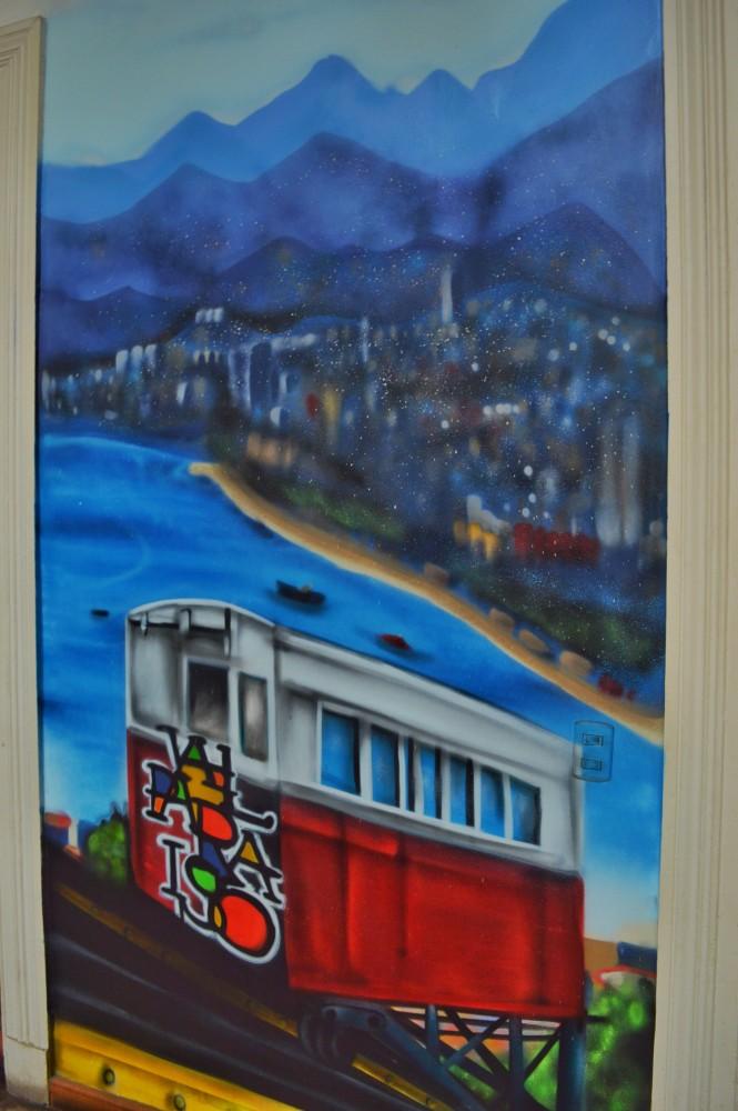 Eu fiquei dooooooida com esses grafites por todo o Chile Lindo Hostel <3