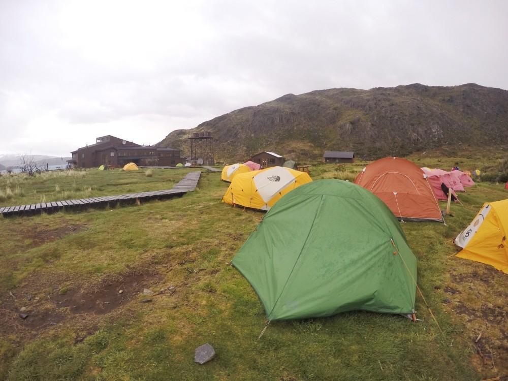 A nossa barraca lutadora! Venceu os ventos patagônicos (mas molhou por dentro nos últimos dias)