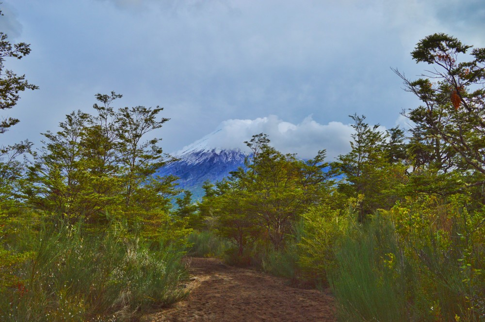 A nuvem tenebrosa cobrindo o Osorno e vindo em minha direção...