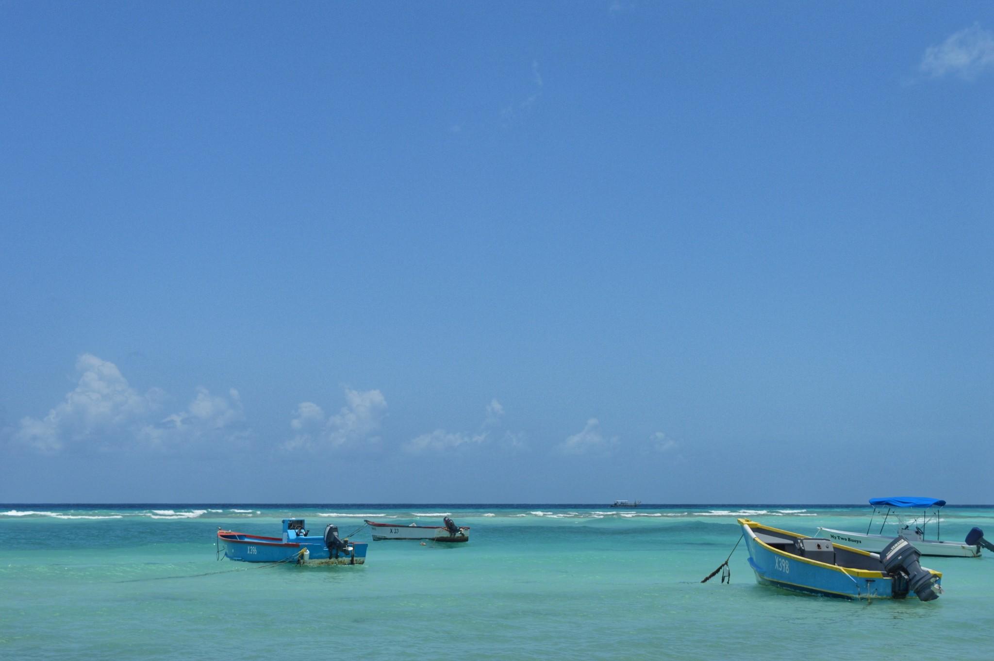 O que fazer em Barbados? Navegar em barquinhos pequenos ou grandões!