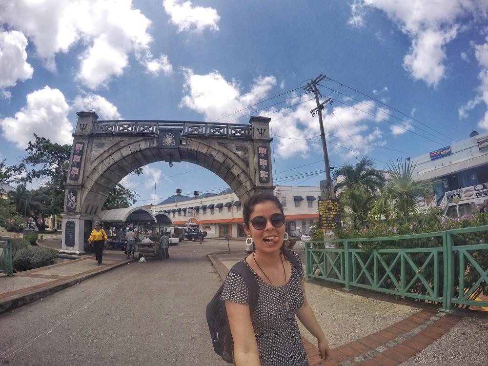 De van dá pra chegar facinho em Bridgetown, a capital da ilha. E tirar uma foto na tal bridge ;)