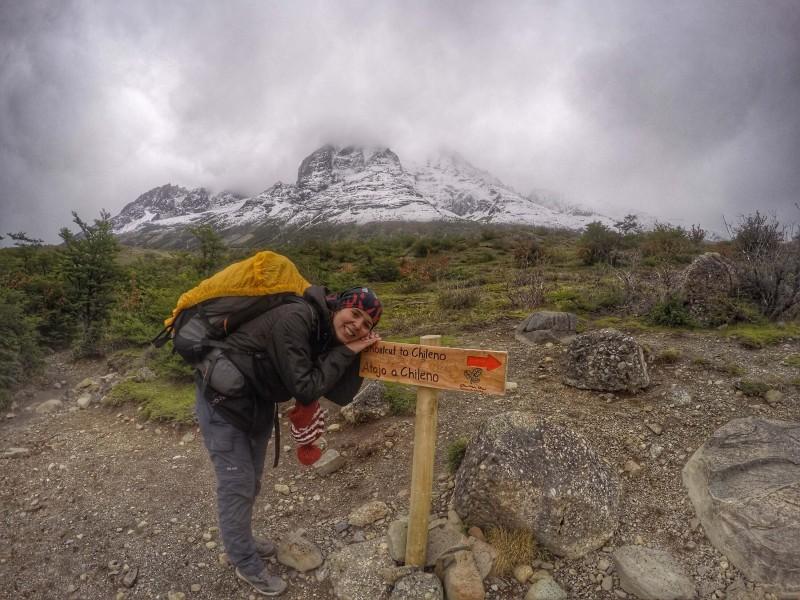 O atalho é ótimo para quem acampa no Chileno ou no Torres, já que corta o caminho pela diagonal, poupando a descida até o Camping Central.